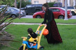 1031Trick-or-treat4.jpg